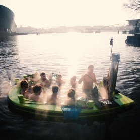 Гореща вана с лодка - Hot Tug
