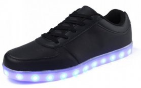 LED incandescente scarpe da ginnastica nere - un'applicazione mobile per modificare i colori