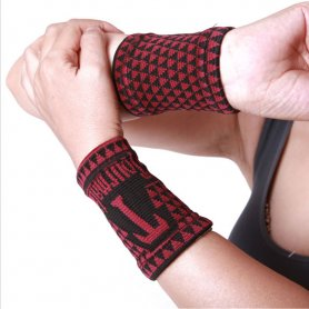 Heating wrist protection - thermal and magnetic pads