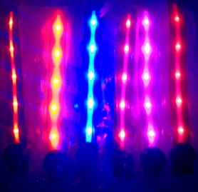 LED-urile luminează pe corp