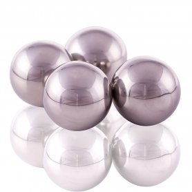 Ice stainless steel balls into drinks