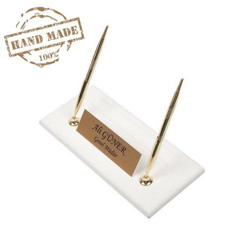 Suport stilou de lux din piele albă cu plăcuță de identificare de aur + 2 pixuri de aur
