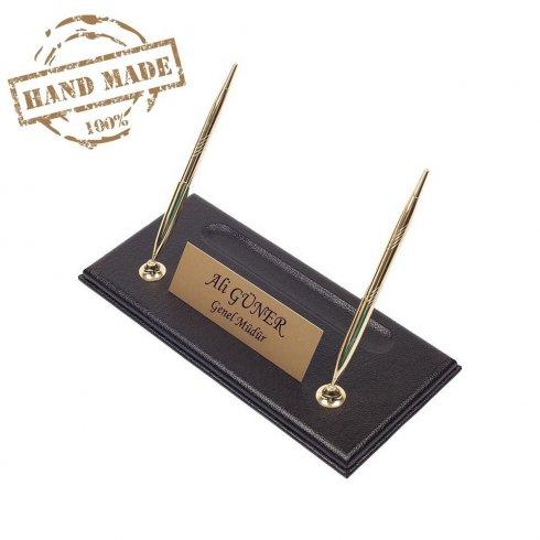 Подставка для ручек ручной работы черная кожаная основа с золотой табличкой + 2 золотые ручки