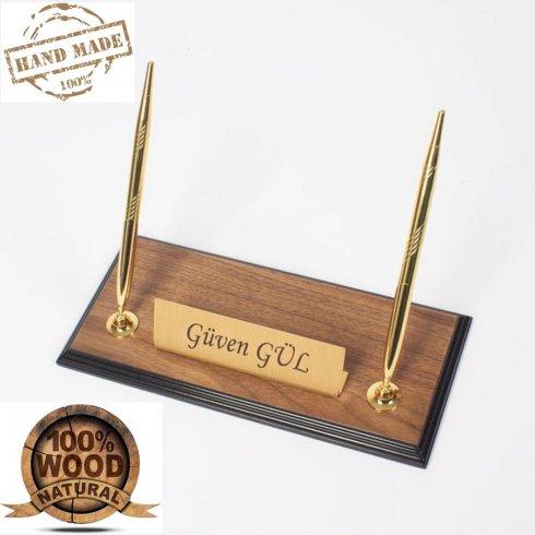 Stojak na długopisy - luksusowa drewniana, orzechowa podstawa ze złotą tabliczką na nazwisko + 2 złote długopisy