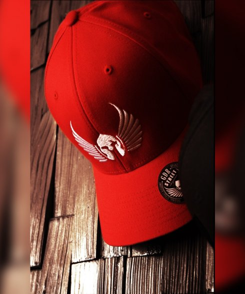 Gladiator elegance - red cap