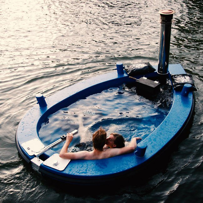 Hot Tub Boat >> Hot Bath In A Boat Hot Tug Cool Mania