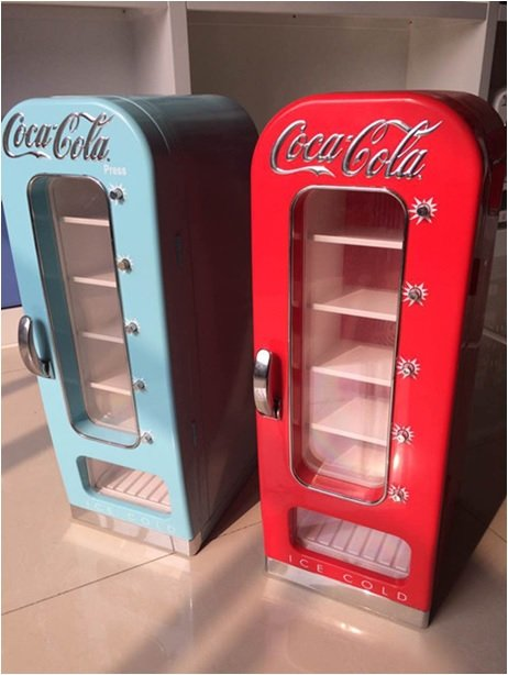 distributeur canettes coca cola. Black Bedroom Furniture Sets. Home Design Ideas