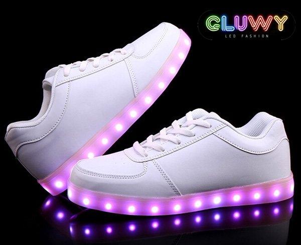 c9beb19dbde95 Svietiace topánky - prepínanie farieb cez MOBIL | Cool Mania