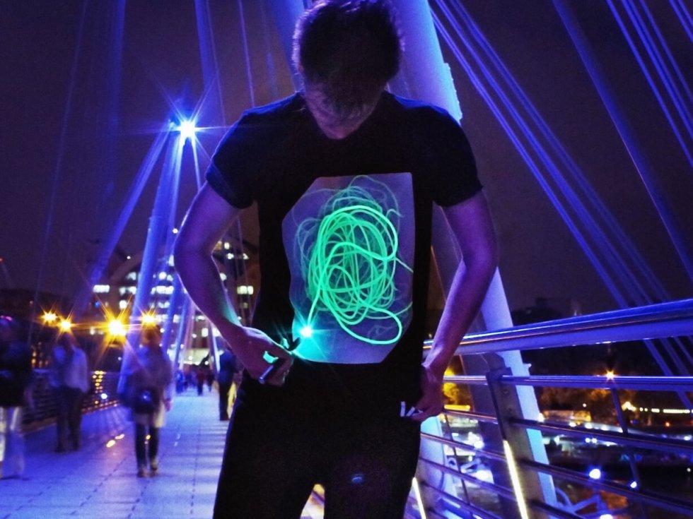 Interaktív UV lézeres póló - rajzolja meg a motívumot  8cd759d726